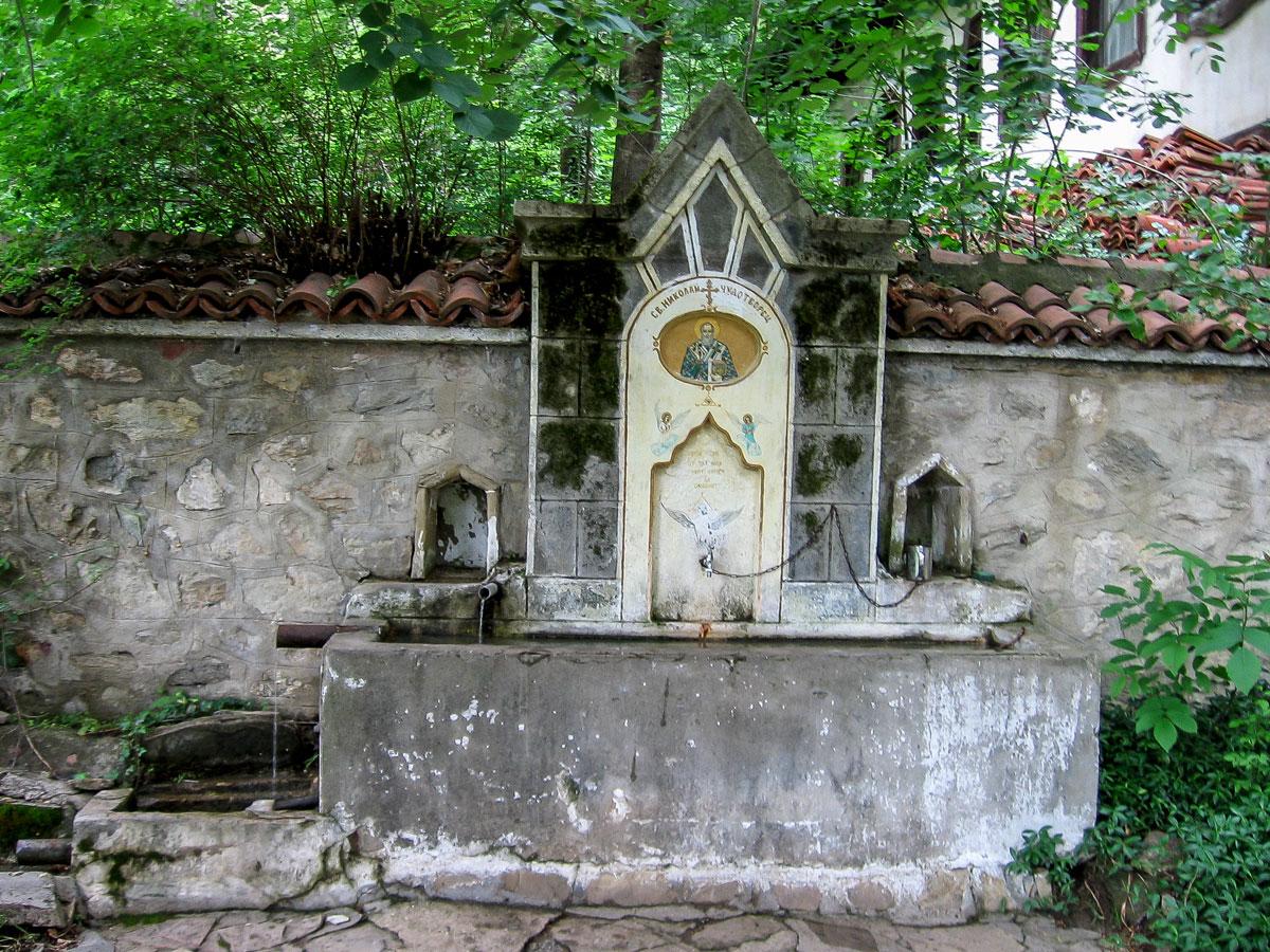 Чешмата на Мъглижкия манастир