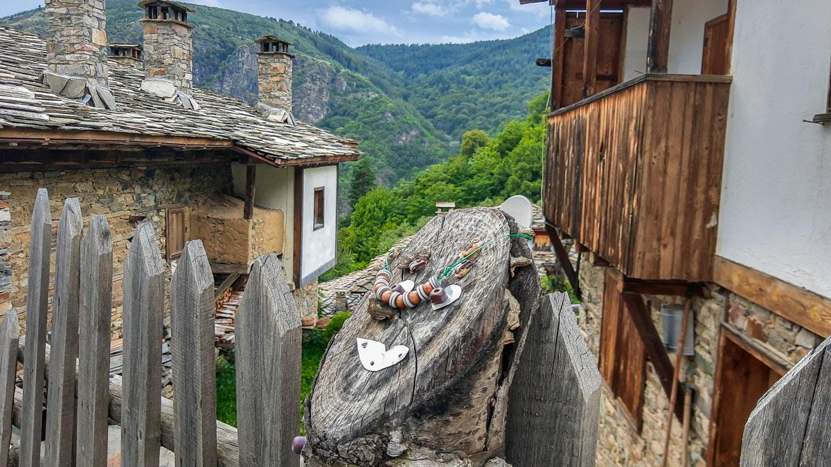 Каменните къщи носят духа на старите българи