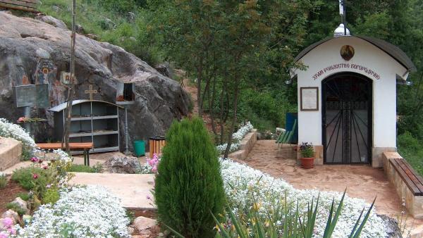 Градят камбанария с 3 камбани върху параклиса в местността Богородична стъпка