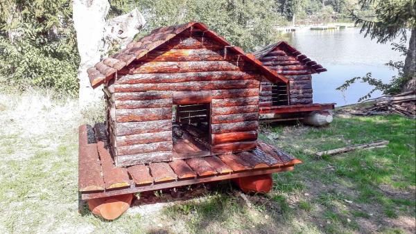 Ремонтирахапатешките къщурки в езеро  Загорка