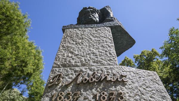 Паметникът на Левски в Стара Загора блесна след почистване и реставрация