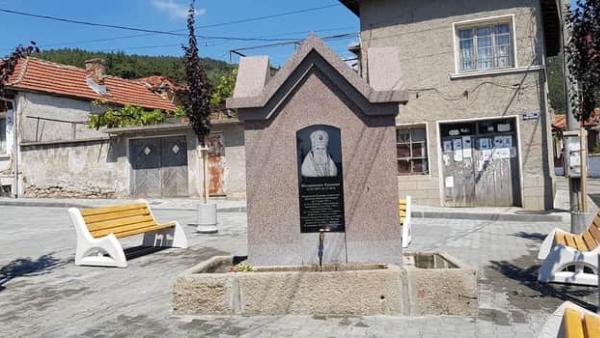 Кръстиха площад и чешма в Мъглиж на името на митрополит Калиник