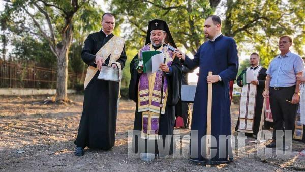 Дядо Киприан направи първа копка на храм в старозагорския кв. Кольо Ганчев