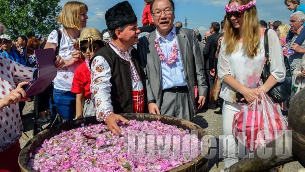 Български парфюм с розово масло ще атакува световните пазари