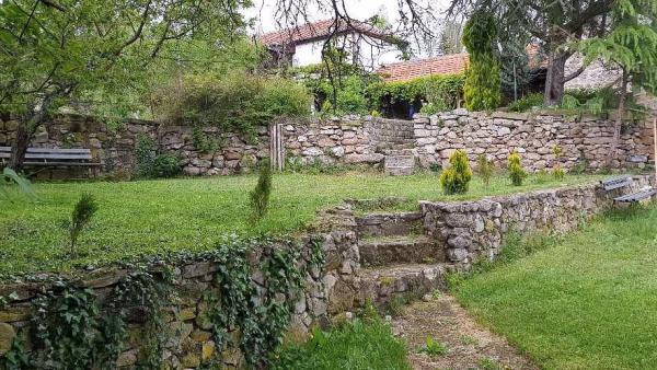 Нелегално събират дарения за градеж на манастир в старозагорското село Пъстрен?