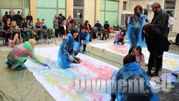 Студенти по педагогика на изобразителното изкуство нарисуваха обучението си в ТрУ