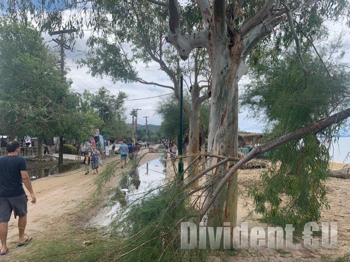 Старозагорско семейство оцеля в торнадото помело Халкидики миналата нощ