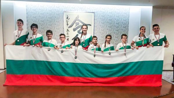Дъжд от медали за младите български математици от Световното в Япония