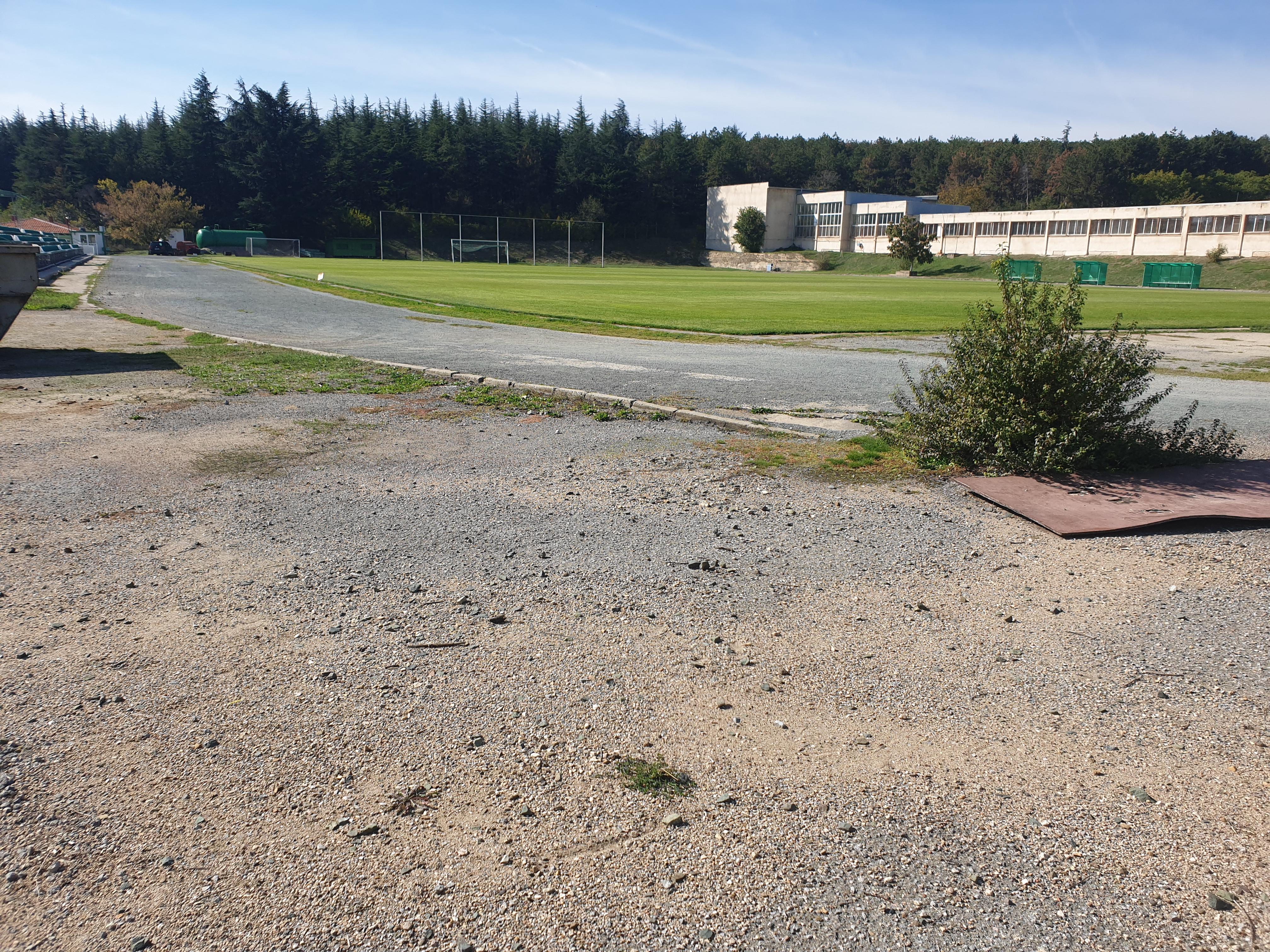 Ремонтират лекоатлетическата писта на стадион Берое