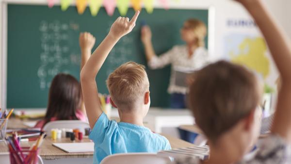 Разрешиха изпитите в училища и университети да се провеждат присъствено