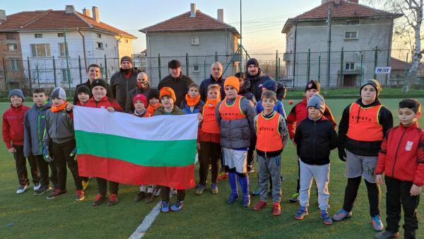 Малките футболисти на Чирпан получиха спортни екипи и топки от ВМРО