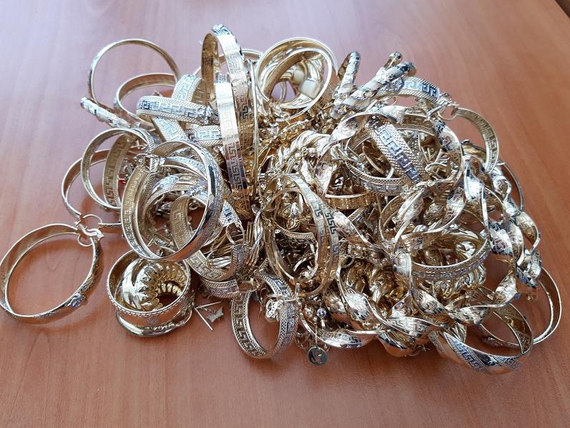 Задържаха швейцарско семейство с контрабандно злато за близо 100 000 лева