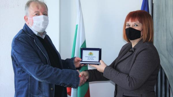 Актьорът Христофор Недков получи почетния знак на областния управител