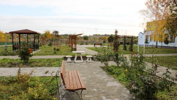 ТЕЦ КонтурГлобал Марица Изток 3 ремонтира двора на Дома за възрастни хора в Гълъбово