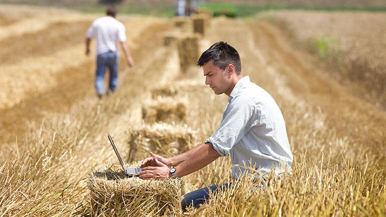 Подпомагат 880 млади фермери с до €25 000