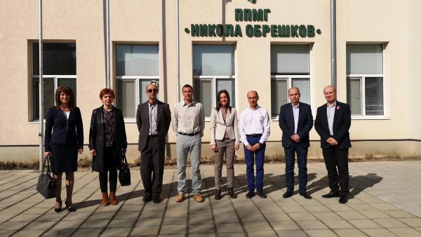 Математическата гимназия в Казанлък отбеляза 50-годишен юбилей