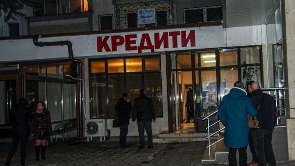 Изстрел в главата с боен пистолет е убил служителят в кредитен офис в Стара Загора