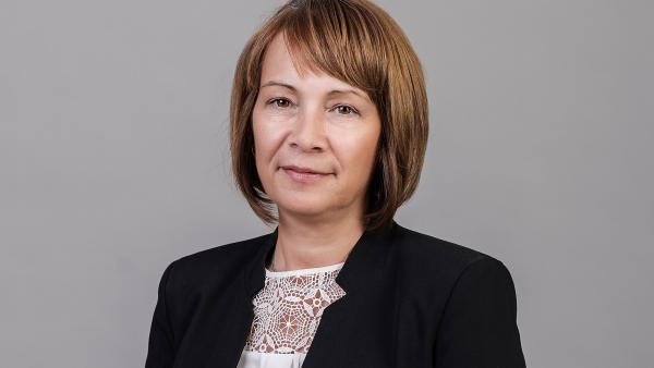 Галина Стоянова, кмет на Казанлък: Нека всеки с бяла престилка получи благодарност, благоденствие и победа!