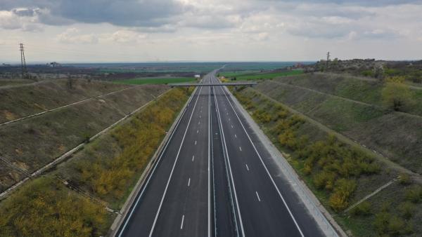 Пускат още 10 км от ремонтираната АМ Тракия край Чирпан