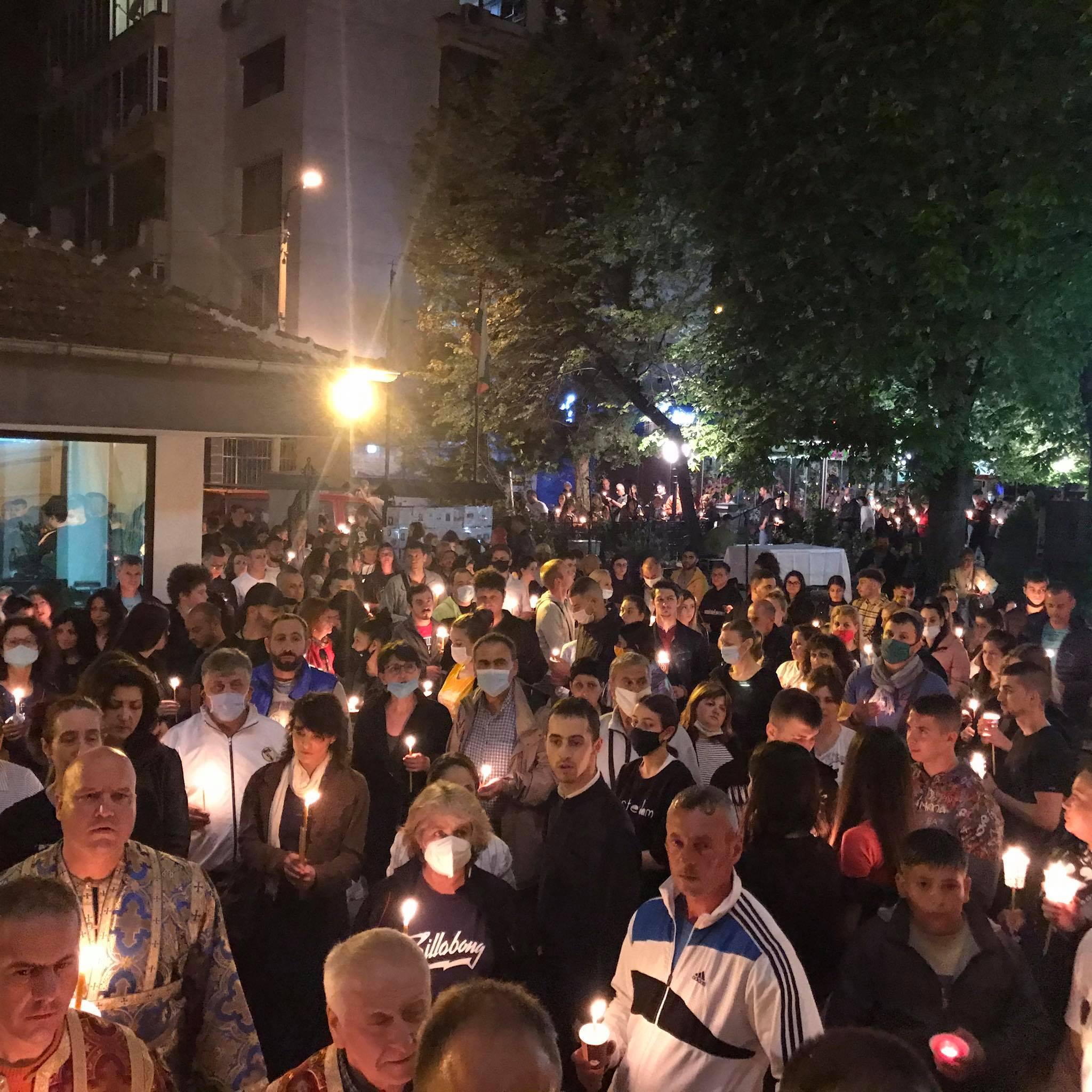 Стотици старозагорци изпълниха  храмовете  на  Великден