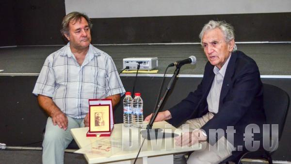 Анжел Вагенщайн получи отличие за цялостно творчество на антифашистка тематика в Стара Загора