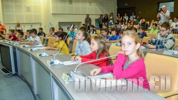 Над 100 деца се включиха в първите лекции на Академията за компютърни и природо-математически науки