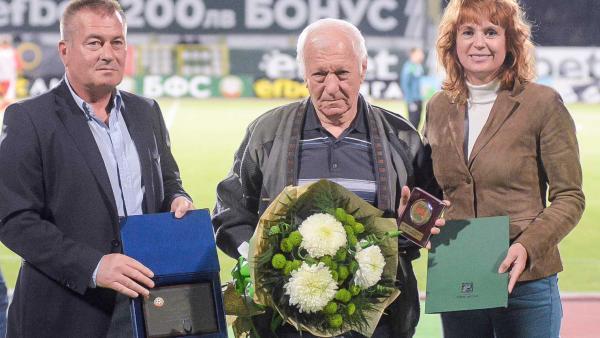 Зелената легенда Евгени Янчовски със специално отличие по повод 80-годишния си юбилей