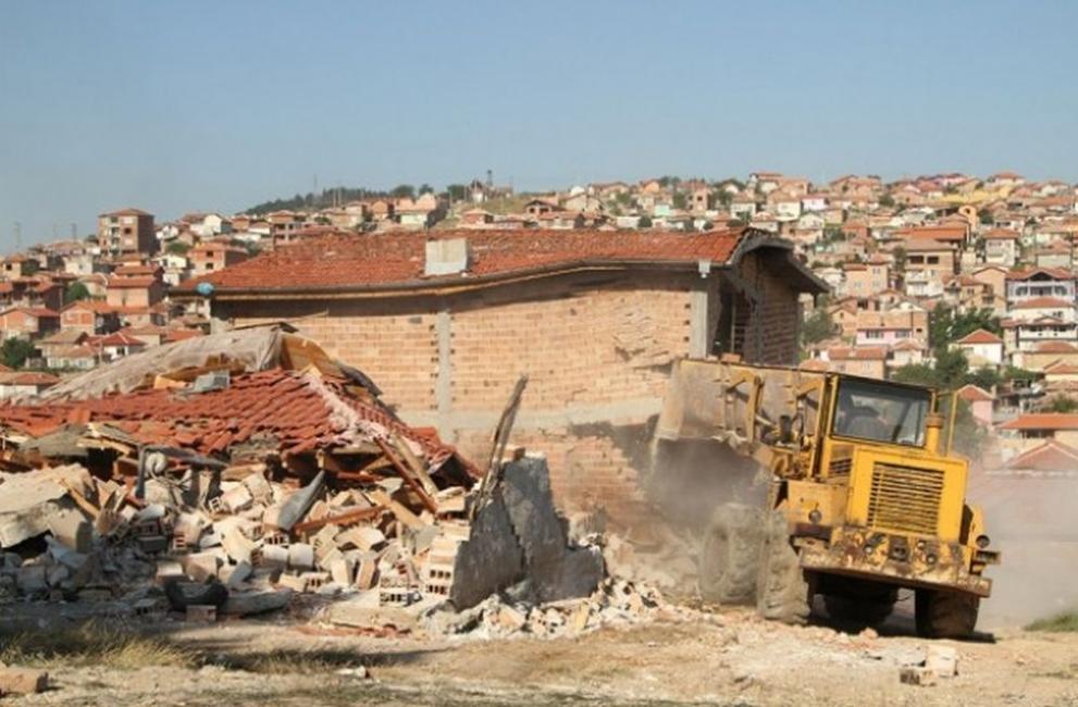 15 жалби срещу събарянето на незаконни постройки под Аязмото влизат в Административния съд