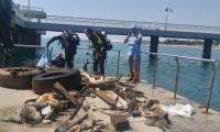 Водолази извадиха половин тон отпадъци под Бургаския мост