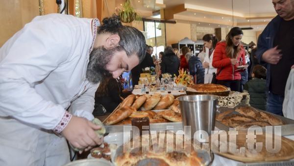 Змейовски баби въртят погачи на Фестивал Хляб и Вино 2019 в Стара Загора