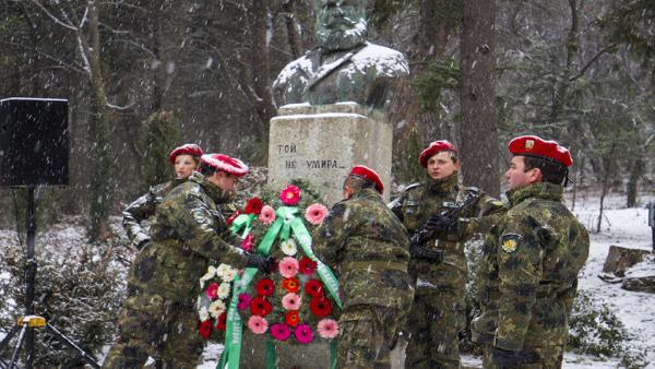 На Йордановден почитаме 172-та годишнина от pождението на Хpиcто Ботев