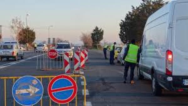 Казанлъчанин под карантина дошъл с такси до Стара Загора, хванали го на КПП-то