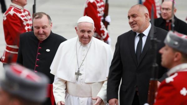 Папа Франциск на тръгване: Съжалявам, че години наред свързваха България с атентата срещу папа Йоан Павел II